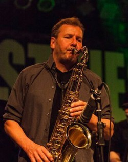 Christian Schröder spielt Saxophon